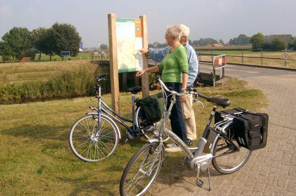 fietsers-bij-knooppuntenbord